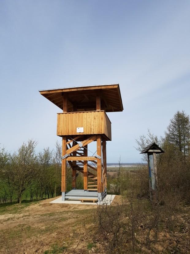 Aussichtsturm Fuchsberg 620x827 Es ist vollbracht    der neue Naturpark Aussichtsturm auf dem Fuchsberg steht !