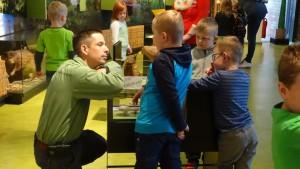 Naturpark-Entdecker im Gespräch mit dem Naturparkleiter (Foto: Naturpark)