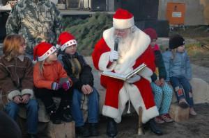 Der Weihnachtsmann beim Brennholztag in Eggesin (Foto: Christine Zentgraf)