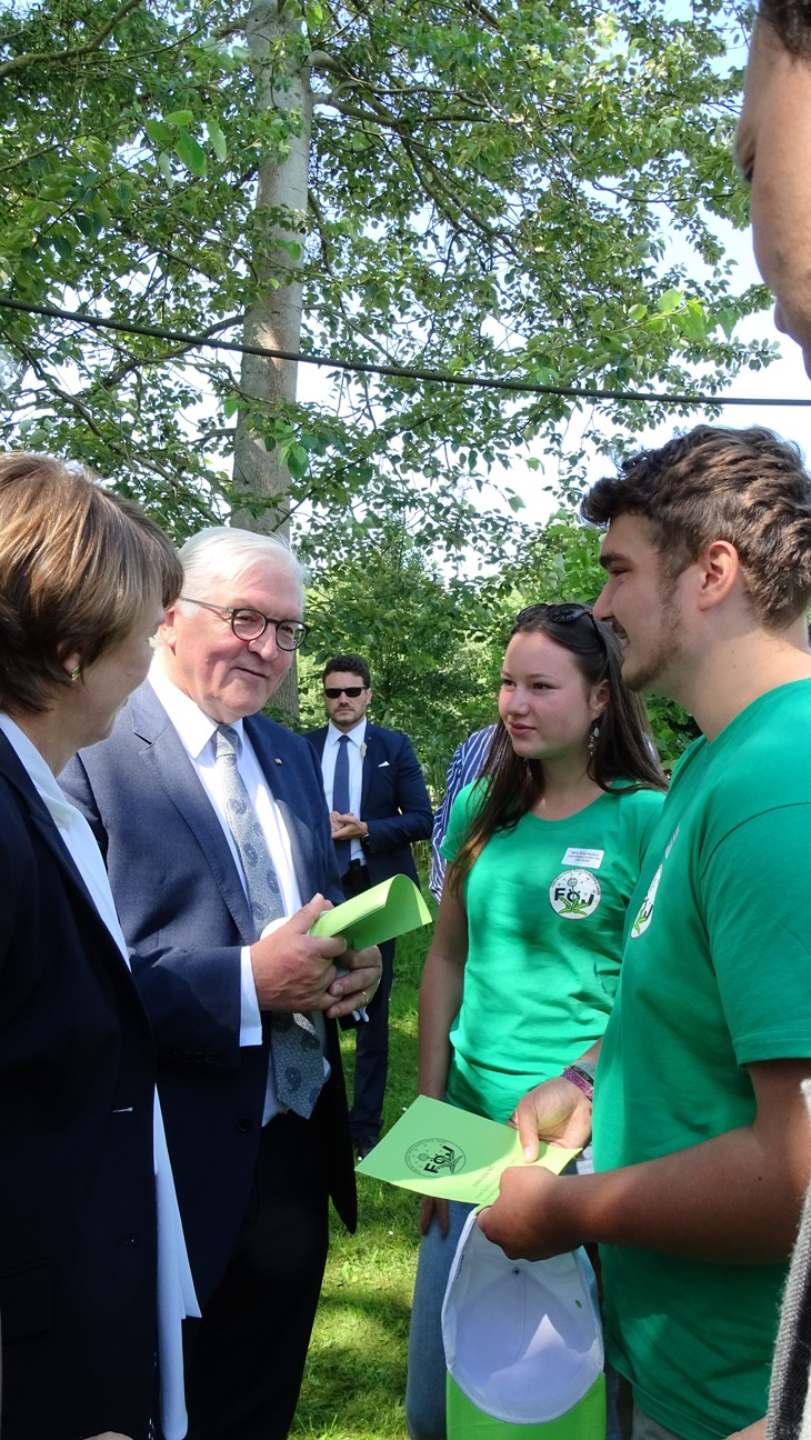 Foejler im Gespraech1 Bundespräsident besucht Naturpark