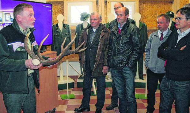 Fred Lucius Samemdarre 620x369 Neue Ausstellung über den König unserer Wälder in der Forstsamendarre Jatznick eröffnet