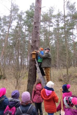 Nistkastenaktion mit der Naturparkschule 300x451 Er ist dann mal weg...