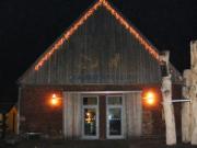 weihnachtlich geschmückte Blaubeerscheune
