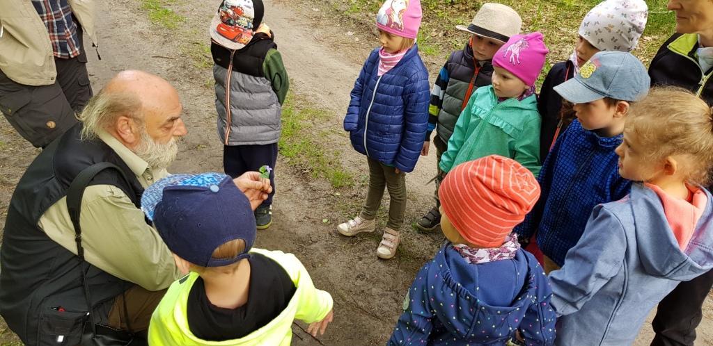 """pm 2018 1505 JUH kita luckow naturparkstation pflanzen Johanniter Kindertagesstätte Pustewind in Luckow kooperiert mit Naturparkstation """"Am Stettiner Haff"""""""