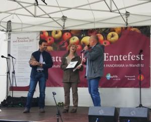 """Die Gemeinde Wandlitz ist mit Ihrem Fledermaustrafo in Wandlitz Sieger des diesjährigen Wettbewerbs """"Naturparkprojekt 2017"""" geworden. Beim Naturpark- & Erntefest wurde der Sieger ausgezeichnet. (Foto: Andrea Brodersen)"""