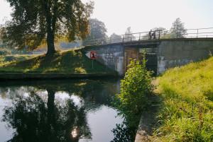 """Die Grafenbrücker Schleuse liegt direkt am Fernradweg """"Berlin-Usedom"""" Sie wurde 1609/10  erbaut, im Dreißigjährigen Krieg jedoch zerstört. 1876/78 wurde die Schleuse wieder neu errichtet."""