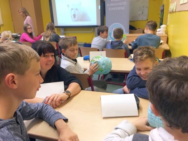 Kinder Klimakonferenz Biesenthal klein 620x465 Eisbär Kuno animiert zum Nachdenken und Handeln: Klimaschutz Projekttage an Grundschulen im Naturpark Barnim