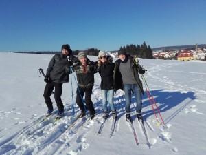 Vier Ski-Wanderratten im Schnee
