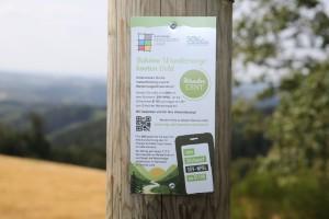 """Diese Schilder informieren über die Möglichkeit zur Spende eines """"WanderCents"""". (Foto: OBK)"""