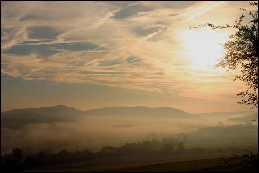 Klicken Sie auf das Bild des Tages im Fotoportal: Herbstmorgen – © VDNSybille Groß – Weserbergland