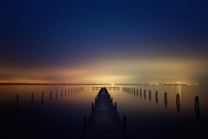 Klicken Sie auf das Bild des Tages im Fotoportal: Je Regarde la Mer, Tu Me Manques – © VDNVolker Birke - Steinhuder Meer