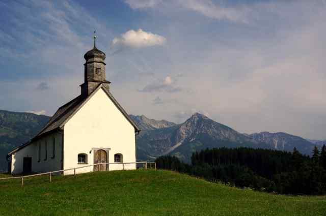 Klicken Sie auf das Bild des Tages im Fotoportal: Kapelle – © VDNThalhäuser - Nagelfluhkette