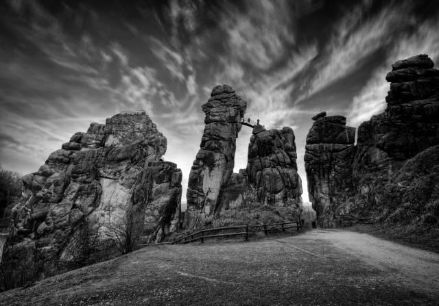Klicken Sie auf das Bild des Tages im Fotoportal: Steinkult Exter – © VDNOpa - Teutoburger Wald  Eggegebirge