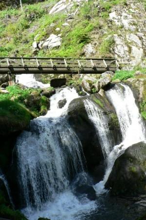 Klicken Sie auf das Bild des Tages im Fotoportal: Urkraft des Wassers – © VDNKurt Petry - Schwarzwald MitteNord