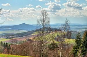 Klicken Sie auf das Bild des Tages im Fotoportal: Vulkankegel rauher Kulm – © VDNWerner Schuster - Nördlicher Oberpfälzer Wald
