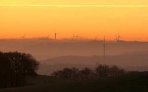Klicken Sie auf das Bild des Tages im Fotoportal: Windräder – © VDNJörg Willems - Rothaargebirge