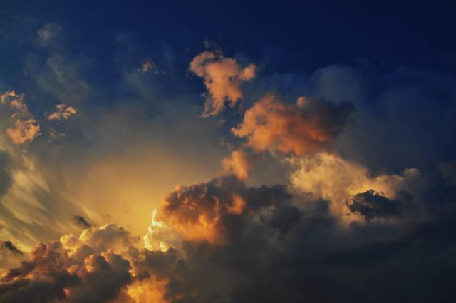 Klicken Sie auf das Bild des Tages im Fotoportal: Wolkengemälde – © VDNGerhard - Zittauer Gebirge