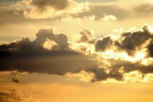 Klicken Sie auf das Bild des Tages im Fotoportal: Wolkenlicht – © VDNJörg Willems - Rothaargebirge