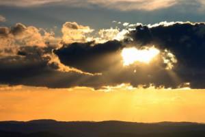 Klicken Sie auf das Bild des Tages im Fotoportal: es werde Licht – © VDNJörg Willems - Rothaargebirge