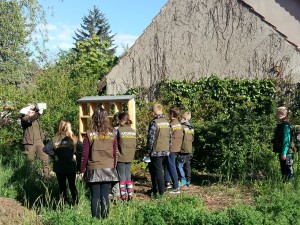 Insektenhotel1 300x225 Insektenhotel Bau mit Naturpark Schule Prieros
