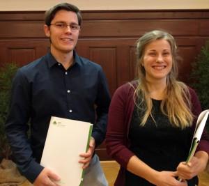 Presiträger 2016: Tim Bornhold mit seiner Arbeit über die Dahme und Anne Bartels mit der Erforschung des Flusskrebsvorkommmnes an der Barthe (Foto: Sonnenberg)