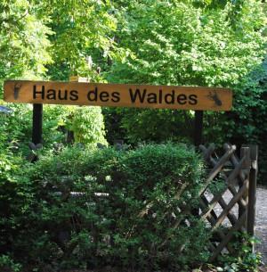 npdh_haus_des_waldes_eingang_hans_sonnenberg