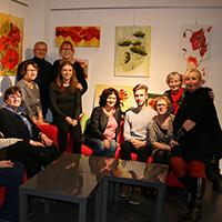 Die Künstlergruppe bei der Ausstellungseröffnung im NaturparkHaus (C) VDH