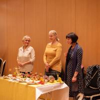 Drei Damen des Merkmal e.V. au Lubast mit ihren Vogelbeeraufstrichen (C) ABISZET Wittenberg