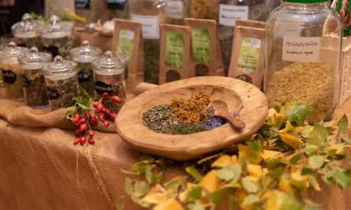 Verkostung Magie in der Teetasse 500 Im Porträt: Eine regionale Kräuter Manufaktur und ihre Magie aus der Teetasse