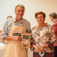 Ölhersteller Christian Kaiser und Gudrun Engler vom Verein Dübener Heide e.V. bei der Preisübergabe (C) ABISZET Wittenberg