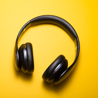 ear phones (C) 82obo via Unsplash