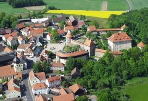 Blick auf Burg Hohenberg von SüdenFROH