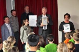 Naturparkschule Auszeichnung1 300x200 Naturparkschule   Alexander von Humboldt Grundschule Goldkronach