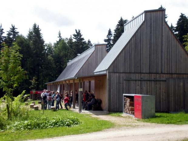 Waldhaus Mehlmeisel AussenAnsicht2 620x465 Di, 13.06., 10 12 Uhr: Steini und seine Freunde – Kinder entdecken die Gesteine