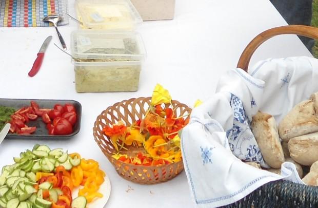 brotaufstrich und blüten1 620x405 8.August 2014 Brot und Brotaufstriche (Pflanze des Monats)