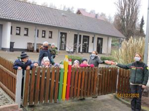 Übergabe der Schaftrostkiste (c) Kita Wendershausen