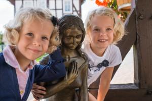 Mädchen am Goldmariebrunnen Vockerode2(C)Paavo Blofield