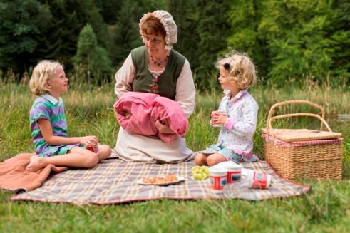 Frau Holle beim Picknick C P. Blofield Familien Picknick Flashmob