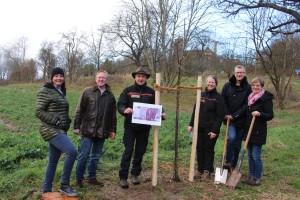 Pflanzung des ersten Kirschbaums auf der Allee zur Burg Ludwigstein (c) Tatjana Reichl/lokalo24