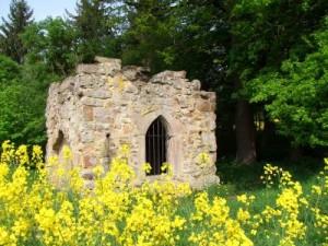 Mausoleum im ehem. Landschaftspark Gut Windhausen (c) Susanne Pfingst