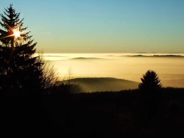 Sonnenuntergang Meissner c Geo Naturpark Frau Holle Land 620x465 Die Weiße Wand