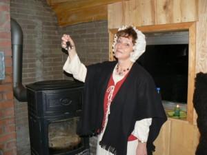 Frau Holle läutet ihr Glöckchen (c) A. Laun