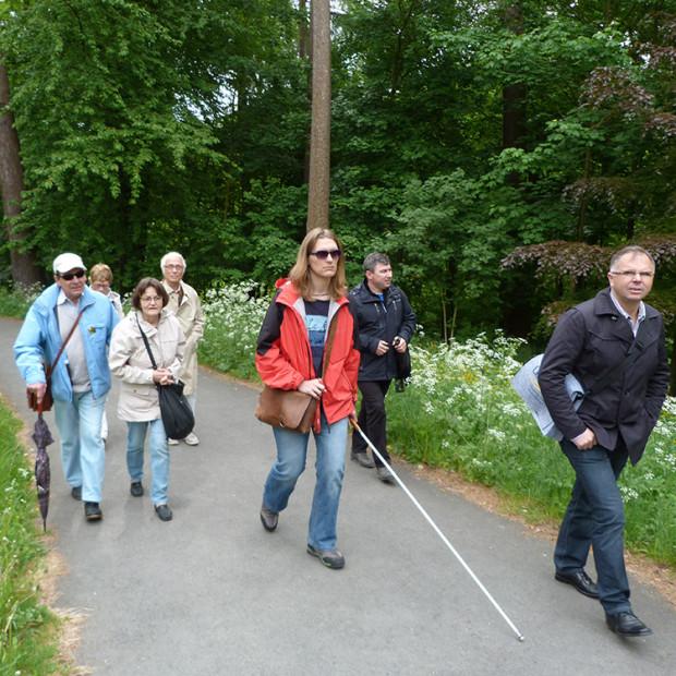 Blindenfuehrung e1531819842691 620x620 Barrierefreie Angebote im Naturpark Habichtswald