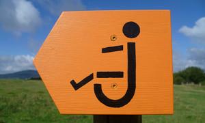 Joeletteschild 300x180 Barrierefreies Wandern mit der Joëlette