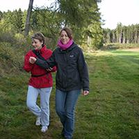 Naturparak HAbichtswald OHartmann AW Partnerübung Im Hier und Jetzt sein in der Natur   Achtsamkeitswanderung am Erlenloch
