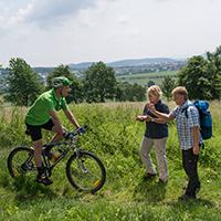 Naturpark Habichtswald_Blofield_Radfahrer trifft Wanderer