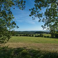 Naturpark Habichtswald Edermünde Blick aus dem Wald LandTour   Unterwegs zur Mitte Deutschlands