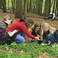 Naturpark Habichtswald_Kinder im Wald