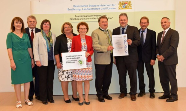 Festakt Öko Modellregion 2015 620x372 Der Naturpark Hirschwald ist Teil der Öko Modellregion Amberg Sulzbacher Land
