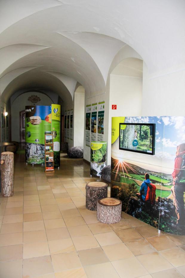 K1600 Ausstellung 1 c Naturpark Hirschwald 620x930 Ausstellung Naturparke in Bayern